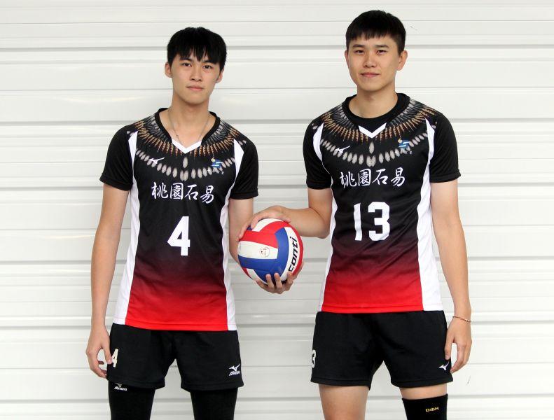 陳政錡(左)和黃鈞璟身高都破190公分。林嘉欣/攝影。