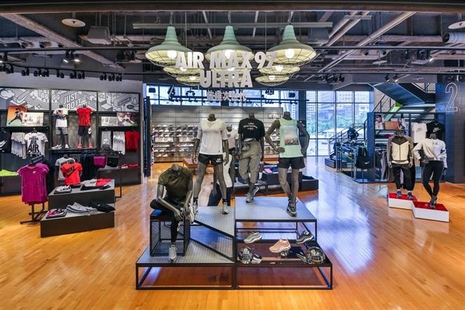 二樓空間提供NIKE WOMEN 專屬購物試衣間以及男性和女性運動生活及兒童與幼童全系列產品。NIKE提供
