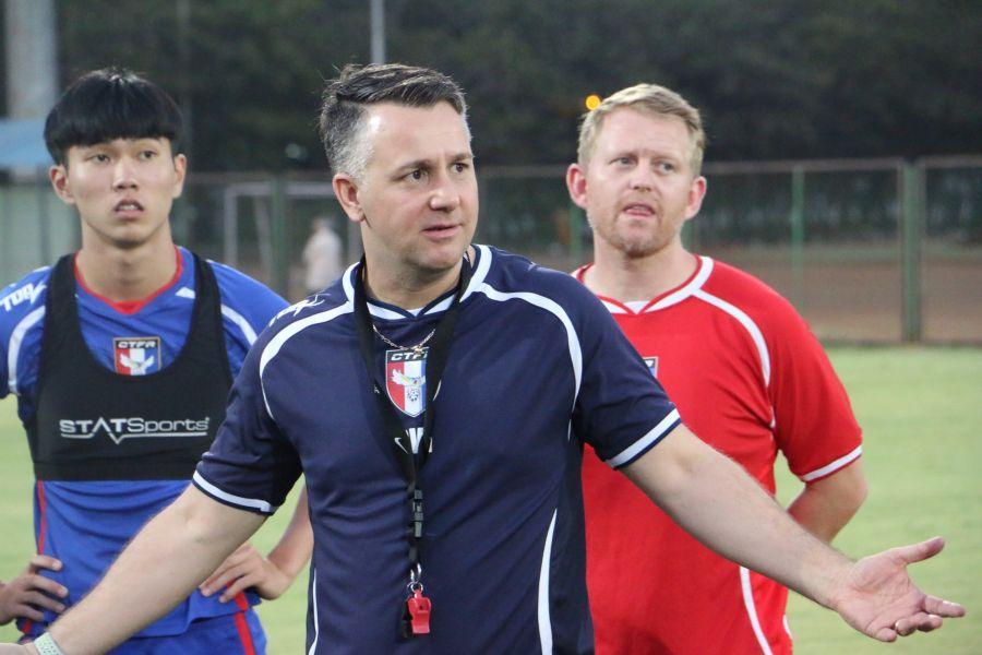 近來飽受質疑的懷特,仍努力帶領中華隊在國外衝排名。中華民國足球協會提供