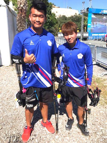 陳享宣(左)和陳怡瑄搭檔,拿下世界盃射箭賽土耳其站混雙金牌。圖/射箭協會提供。