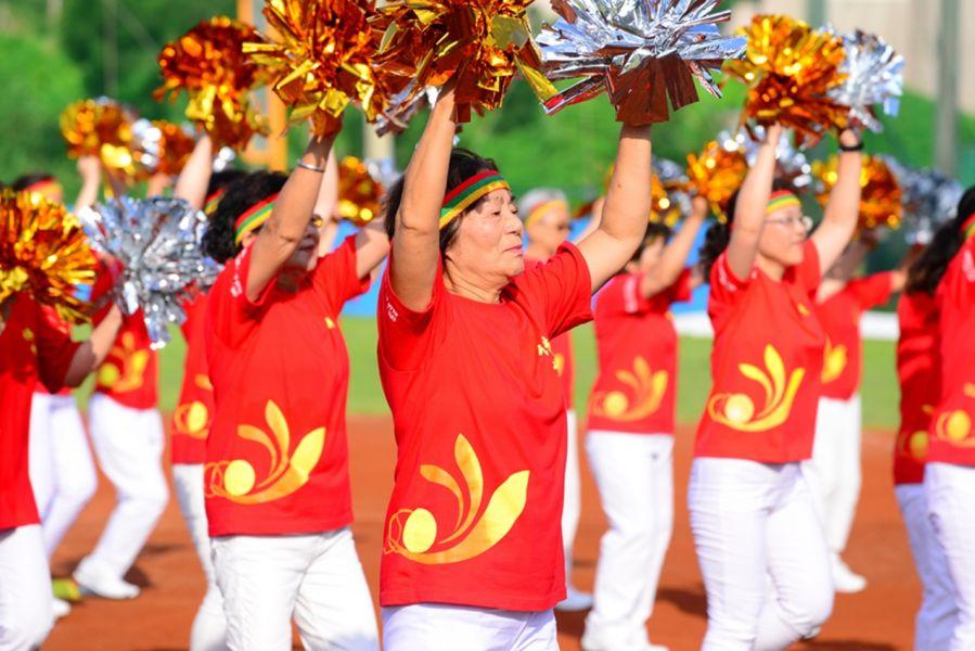 2017年三好南華盃高中棒球錦標賽開幕典禮,嘉義圓福寺啦啦隊表演。圖/主辦單位提供