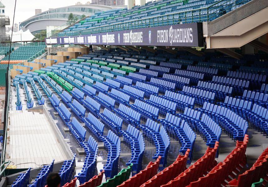 新莊棒球場熱區舞台、座椅全面更新,並加裝內野環狀屏幕。圖/富邦悍將提供