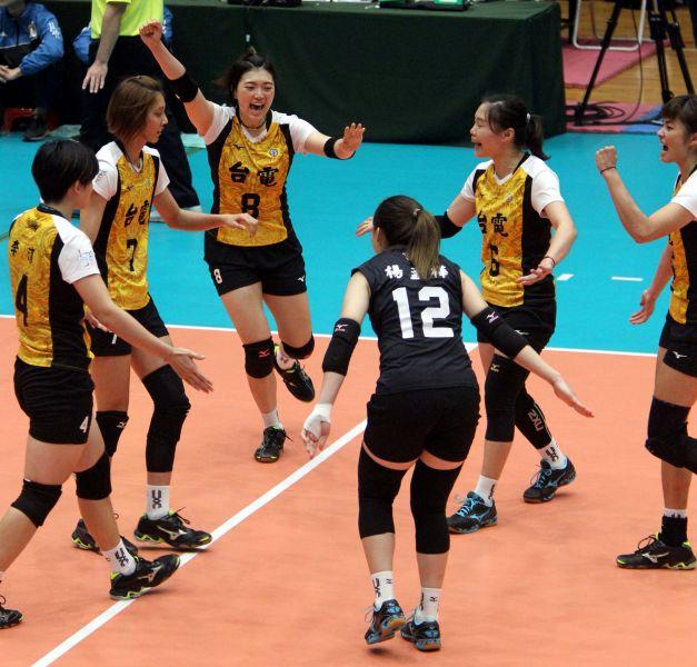 李姿瑩(8號)拿下全隊次高的20分。林嘉欣/攝影。
