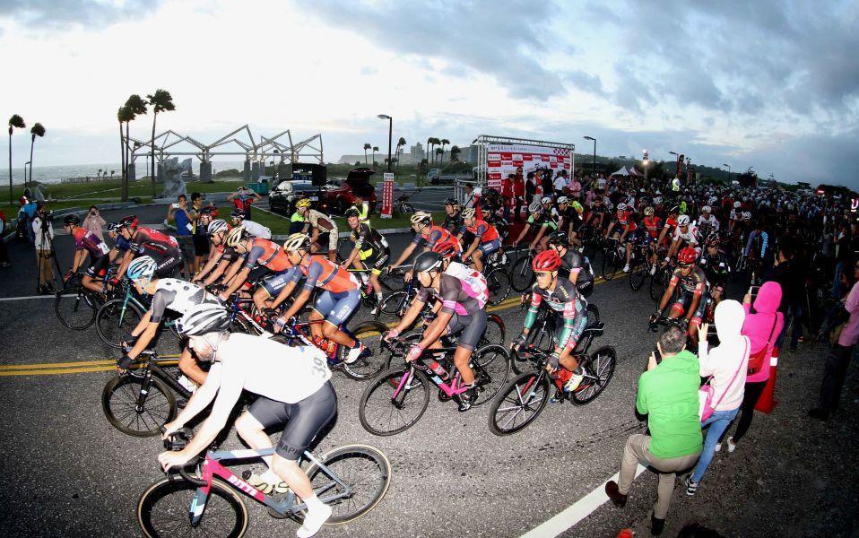 2017臺灣自行車登山王挑戰20日從七星潭出發。中華民國自行車騎士協會/提供
