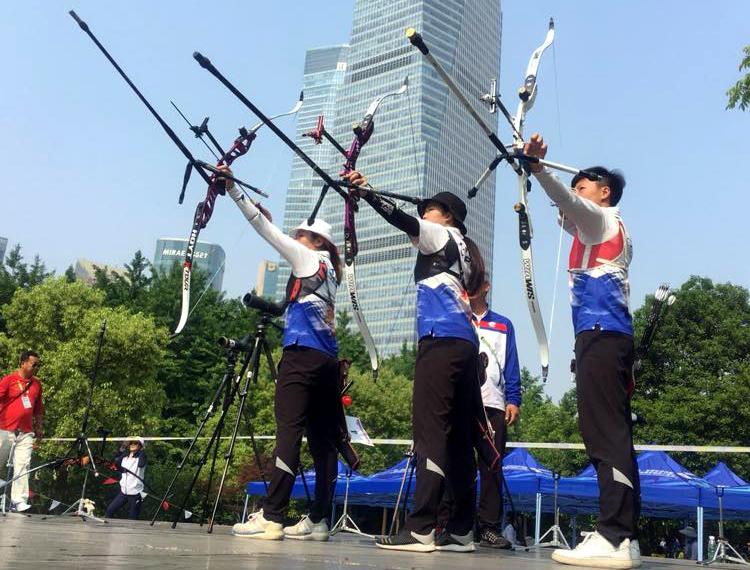 中華隊譚雅婷(左起)、彭佳楙和雷千瑩。射箭協會/提供。