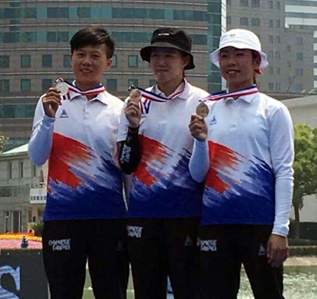中華隊雷千瑩(左起)、彭家楙和譚雅婷。射箭協會/提供。