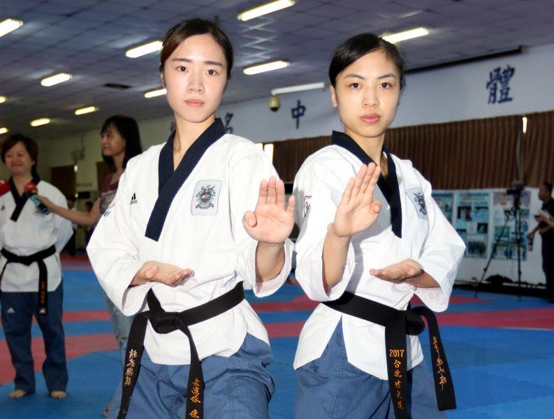 中華女子品勢代表隊姐妹花陳湘婷(左)和陳以瑄。林嘉欣/攝影。