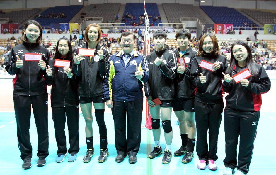 企排13年第一階段女子組最佳球員頒獎。林嘉欣/攝影。
