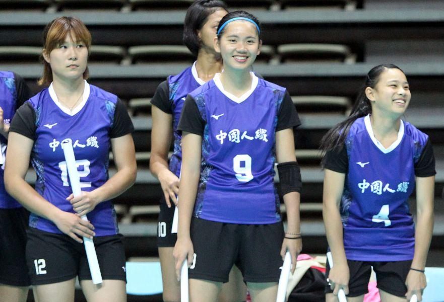 中纖陳姿雅(中)和羅儀璟(右)分居企排13年上半球季得分榜一、三名。林嘉欣/攝影。