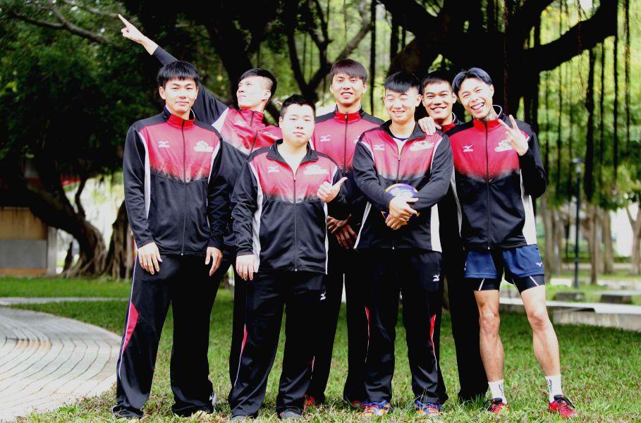 長力男排隊的故事,鼓舞國中乙級球隊球員也可以勇敢作企排夢。林嘉欣/攝影。