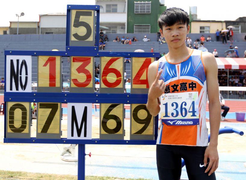文華佑以7公尺69打破高懸16年全中運高男跳遠大會紀錄。林嘉欣/攝影。