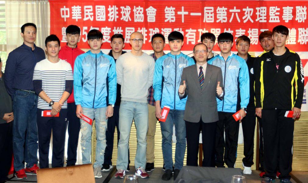 2016世界男排聯賽獎金全部發給中華男排隊,每人領到11萬1777元。林嘉欣/攝影。