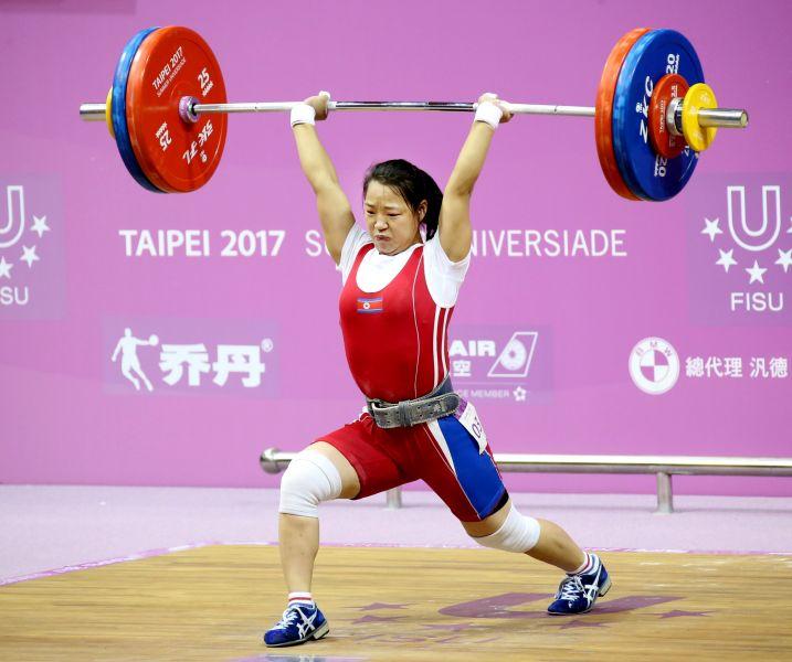 女子舉重53公斤級競爭激烈,最終由朝鮮選手Ri_Su_Yon獲得金牌。圖/台北世大運組委會提供
