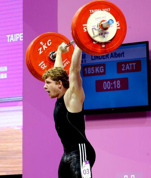 男子舉重69公斤級哈薩克選手Linder_Albert挺舉舉出185公斤,破大會紀錄;總成績333公斤也破大會紀錄。圖/台北世大運組委會提供