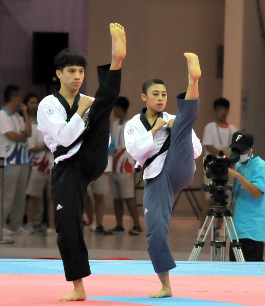 男女混合團體品勢李晟綱(左)、蘇佳恩神情專注。台北世大運組委會提供
