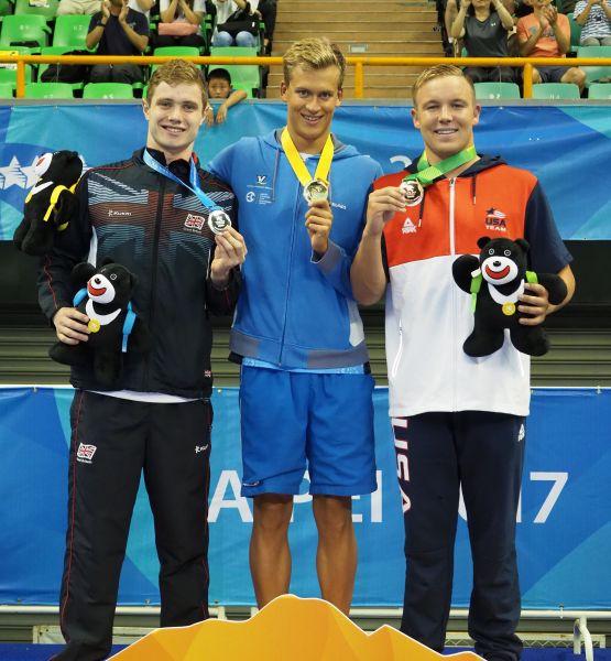 臺北世大運400公尺自由式銀牌得主英國泳將Jay_Lelliott(左)表示,是因為菲爾普斯,才開啟了他的游泳生涯。圖/2017世大運組委會提供
