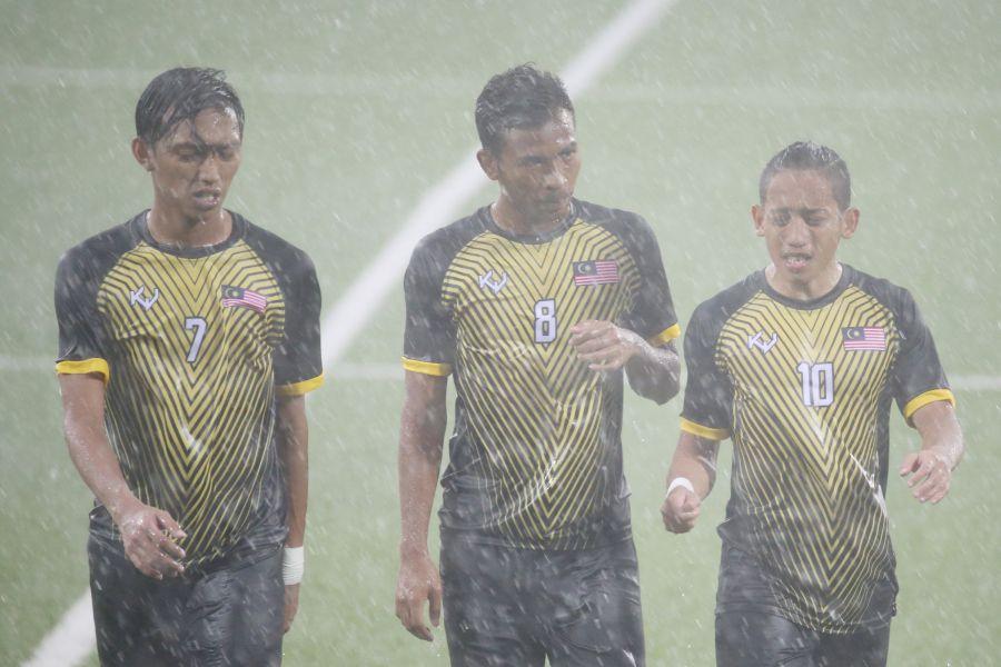 本場比賽進行到第70分鐘左右,現場下起大雷雨,大會宣布比賽暫停半小時。台北世大運組委會提供