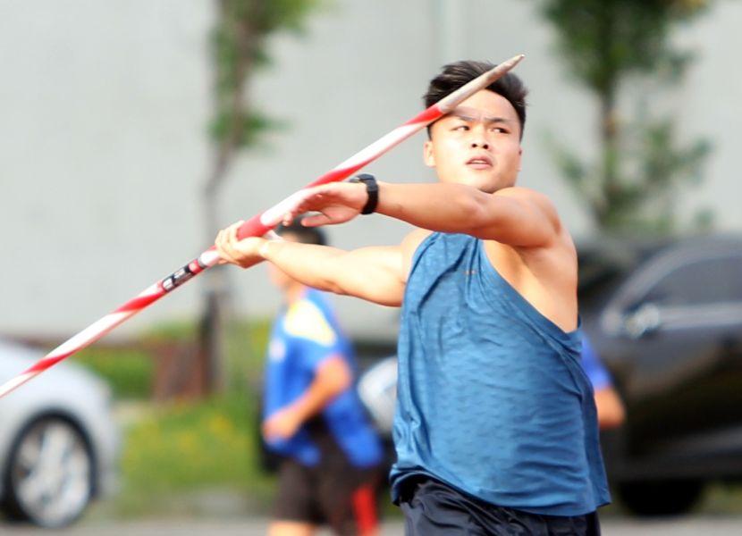 今年兩度破全國的鄭兆村,是台北世大運男子標槍奪金大熱門。林嘉欣/攝影。