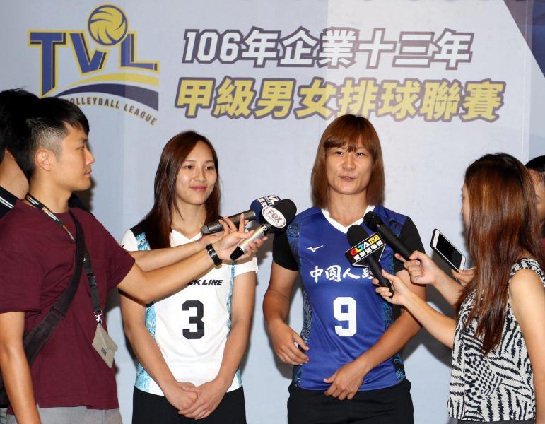 珀兆蕭湘凌和中纖王艾仕接受媒體訪問。林嘉欣/攝影。