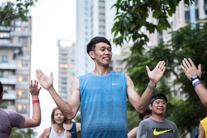 在中華隊跨欄選手陳奎儒及NRC專業教練、配速員的帶領下,跑者從NEO19出發,享受穿梭在城市中慢跑的暢快。NIKE提供
