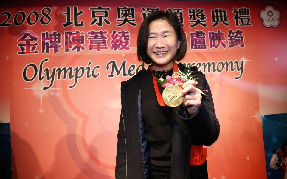 陳葦綾今天補頒2008北京奧運女子舉重48公斤級金牌。圖/李天助攝