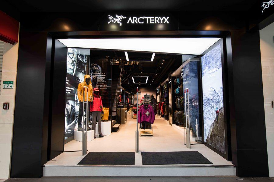 Arc'teryx 被戶外人譽為「夢幻逸品」,藉由設計、工藝、性能的完美結合,提供消費者最優質的裝備選擇。星裕國際提供