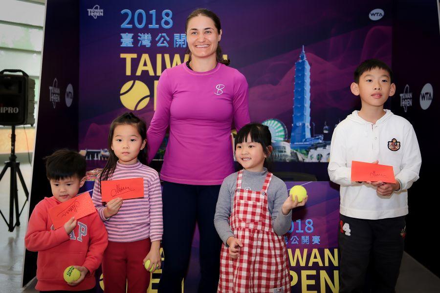 外將妮可拉絲古體驗紅包文化。WTA臺灣公開賽大會提供