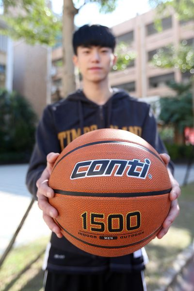 Conti籃球1500系列手感觸覺完全不一樣。楊勝凱攝