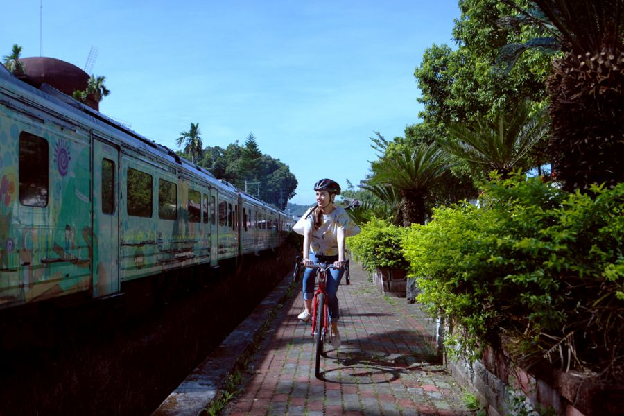 Evelyn Sharma於集集火車站。圖/主辦單位提供