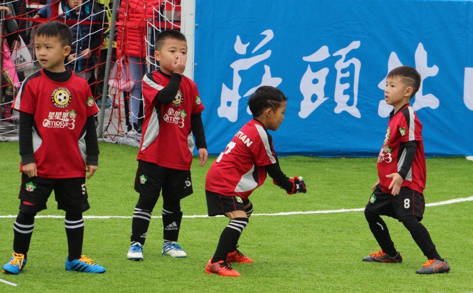 TFA皇馬的小C.羅(右2)進球後還會秀C.羅進球招牌動作。楊勝凱攝