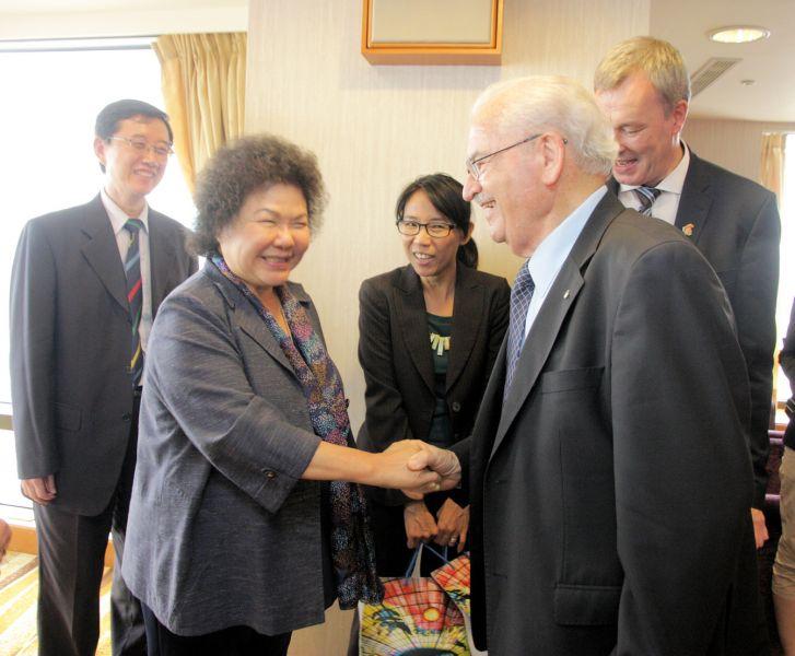 陳菊與Mr.Ron Froehlich相隔8年再相見。圖/高雄市政府提供