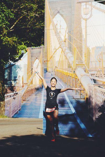 New Balance精心打造實景紐約佈景,讓跑者宛如真實穿越「布魯克林大橋」。圖/主辦單位提供