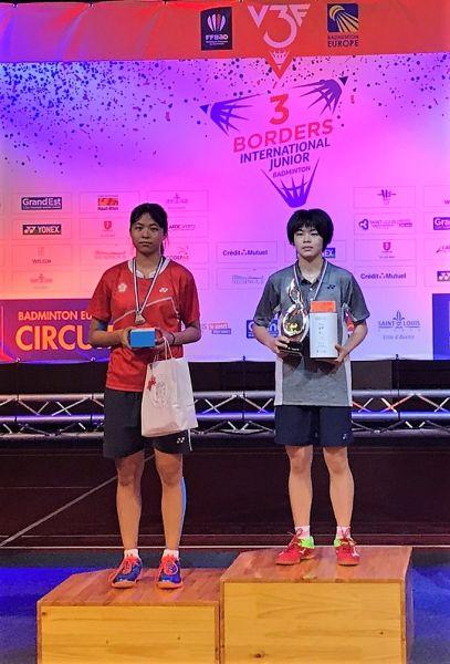 贏得女單冠亞軍的台灣小將謝羽盈(右)黃映瑄/台灣羽隊教練團提供