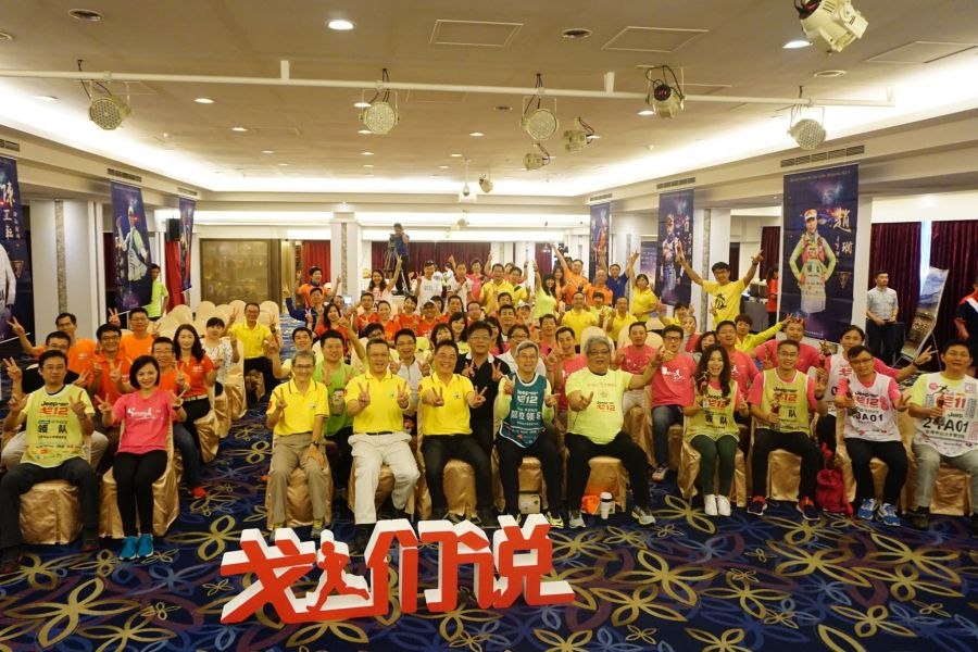 有超過百位參加戈壁挑戰賽的兩岸高等學府EMBA校友參與。高雄市體育處提供