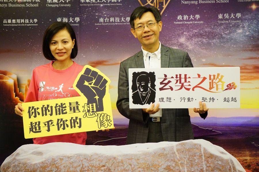 高雄市體育處長黃煜(右)與發起人劉愷莉。高雄市體育處提供