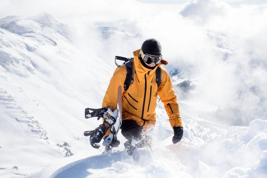 The North Face這次在系列外套上以滑雪服為核心,將Dryvent_2L科技反覆於品牌實驗室進行嚴格測試,以絕佳的耐用性。