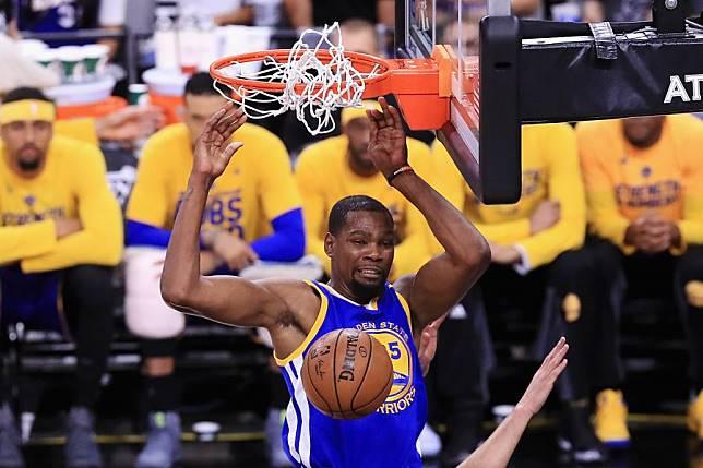 杜兰特(Kevin Durant)抛开所有流言蜚语,生涯首次尝到了总冠军的滋味,也同时夺下总冠军赛MVP。图/资料照片
