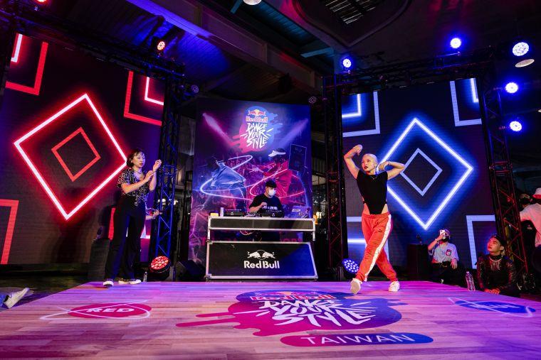 本屆Red Bull Dance Your Style冠軍戰由Waccking傳奇姐妹對戰掀起全場高潮。官方提供