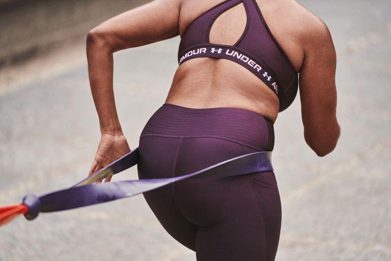 「UA Crossback運動內衣」搭配交叉肩帶設計不僅時尚具有美感,能展現背部線條,交叉肩帶也擁有高度支撐性。官方提供
