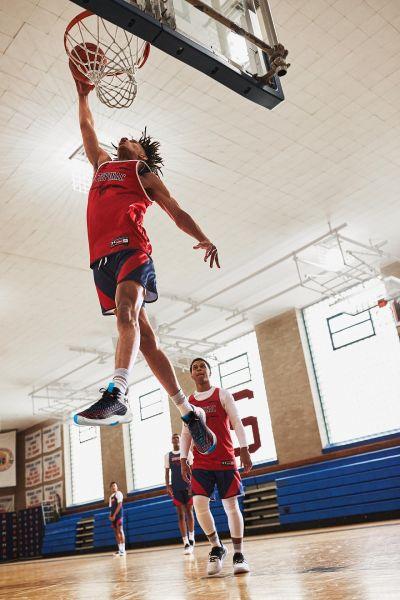 「UA Havoc Clone」籃球鞋能完美貼合雙腳、順應腳步變向靈活切換,提供如個人化訂製般的靈活腳感!官方提供
