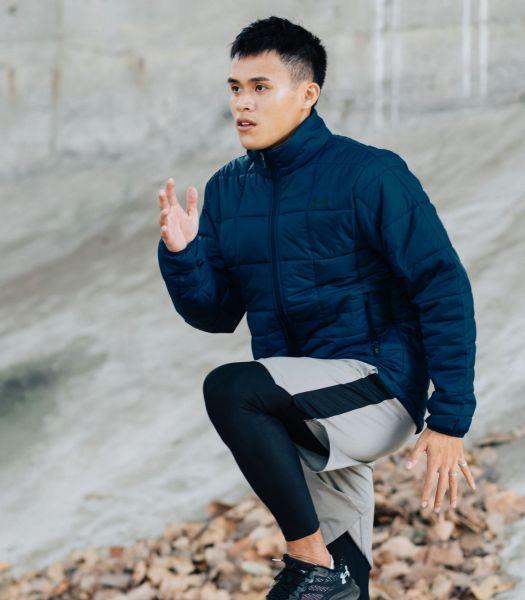 「UA Insulated 保暖外套」特別選用輕質耐用布料,減少厚重感造成訓練上的阻礙。官方提供