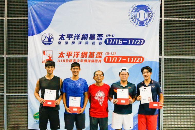 男雙冠軍林維德(右二)/許育修(右一)、亞軍廖晧喆(左一)/廖晧翔(左二)。海碩整合行銷提供