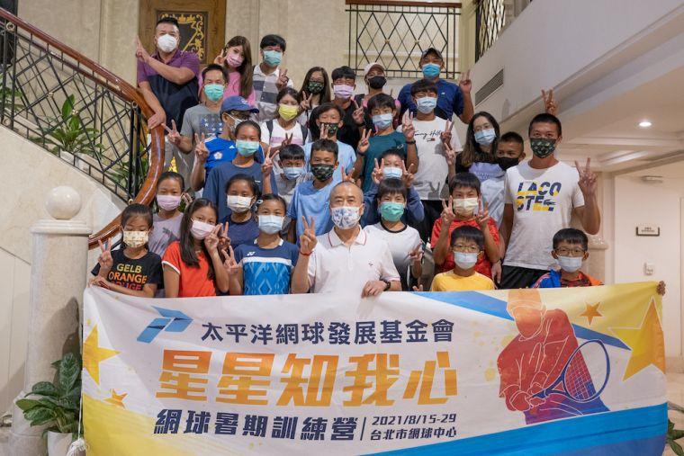 廖裕輝董事長宴請訓練營全體享用華國飯店美食。海碩整合行銷提供