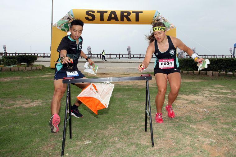 菁英組林冠妤(右)與馬來西亞籍男友參賽。大會提供