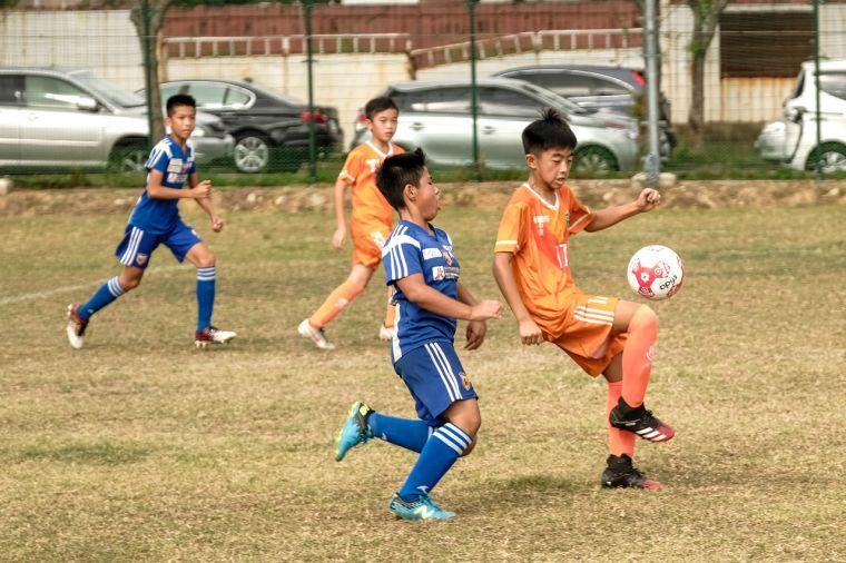 中原國小(橘)培養小球員臨場反應能力。官方提供