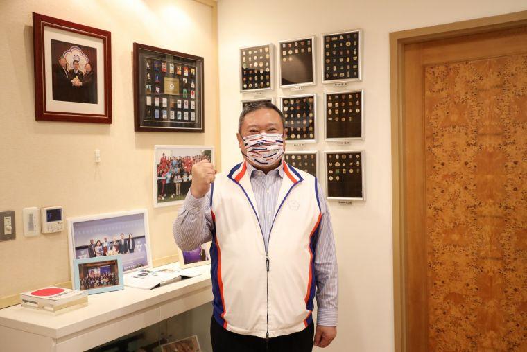 中華奧會林鴻道主席提到,口罩雖是最基本的防疫物資,但也是最重要的必需品。中華奧會提供
