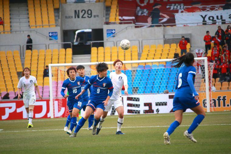 中華女足今日擺上曾淑娥(10號)、李綉琴(9號)等戰將。足協提供