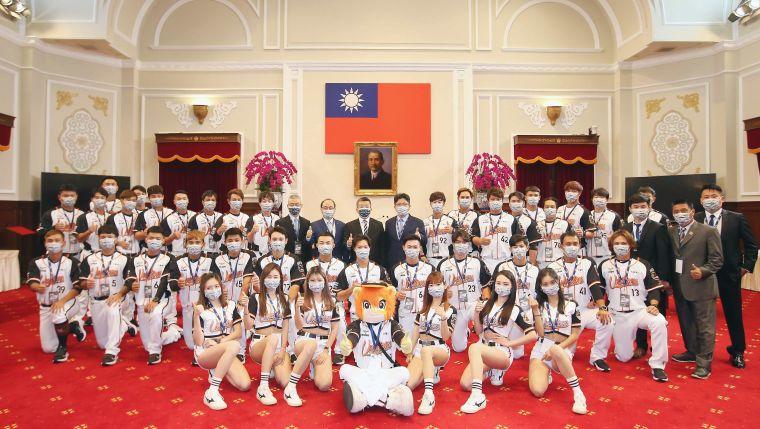 中華職棒統一7-ELEVEn獅隊受邀前進總統府。官方提供