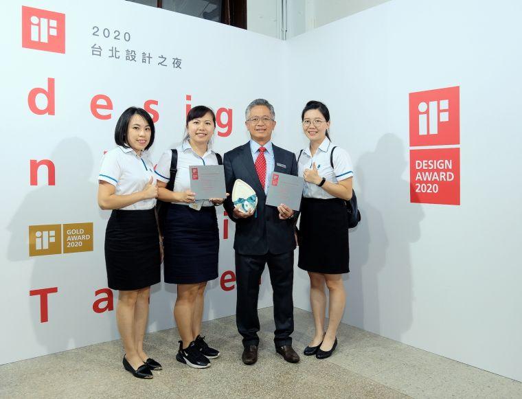 中西醫博士陳勇利醫師(右二) 率臻品植萃團隊北上領德國iF設計獎殊榮。官方提供