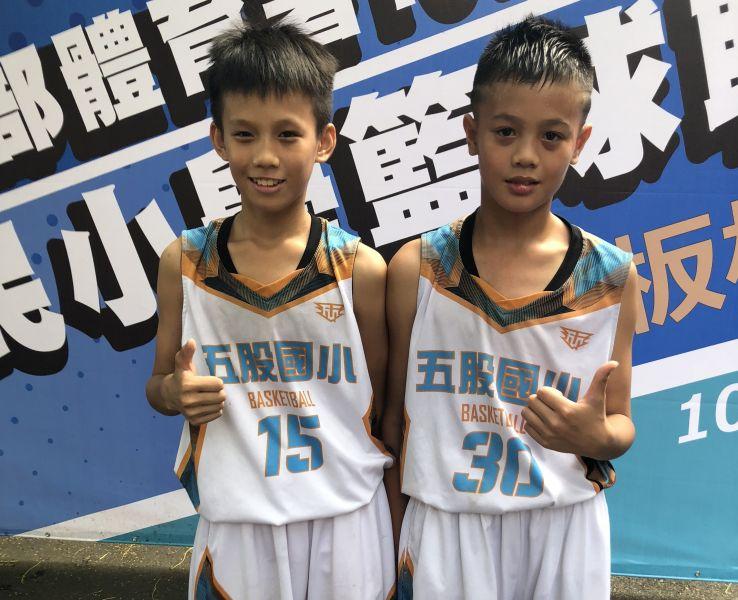 五股兄弟檔哥哥周兆晉(左)、周佑承 。大會提供